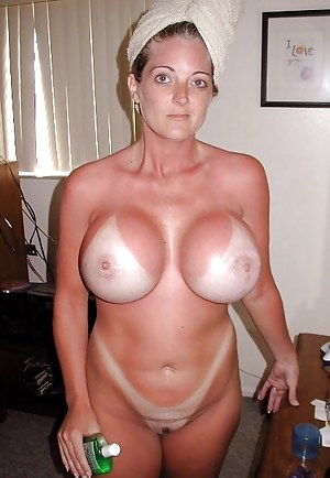amateur naked small boobs
